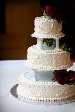 cake pillars he likes pillars traditional wedding cakes pictures