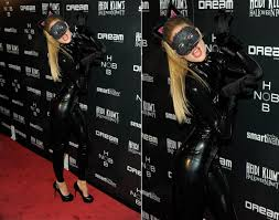 catwoman halloween suit doutzen kroes 2011 photos best celebrity halloween costumes