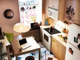 kleine küche einrichten tipps kleine küchen einrichten kleine räume stellen die kreativität