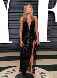 va va voom dresses aniston works va va voom versace dress at 2017 oscars