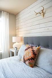 mur de chambre en bois habillage mur chambre lame bois clair