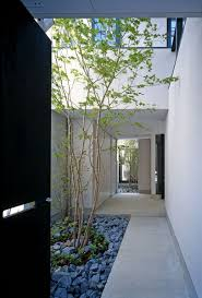 minimalist courtyard design private house in japan housses
