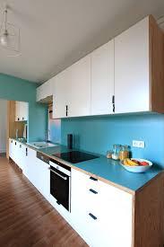 passe de cuisine living cuisine la ligne bleu crédence et plan de travail passe