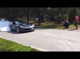 corvette zr1 burnout corvette zr1 burnout małe palenie gumy w zr 1