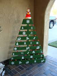 christmas tree pallet pallet christmas tree recyclart