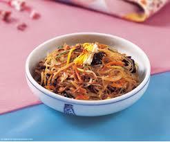 cuisine cor馥nne recettes 15 recettes coréennes japchae vermicelles à la viande et aux