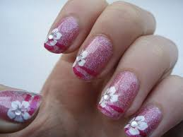 nails with jewels beautify themselves with sweet nails