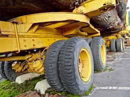 tracteur en bois images gratuites bois tracteur roue asphalte transport pile