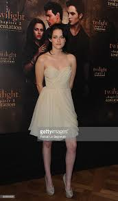 Twilight New Moon Actress Kristen Stewart Attends The Photocall For The Film The Saga Picture Id92955929