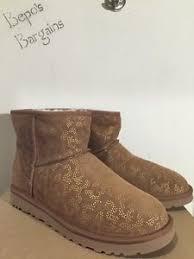 s ugg australia chestnut mini boots nib s ugg australia mini metallic conifer chestnut
