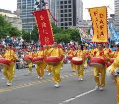 thanksgiving parade chicago indiana falun gong procession shines at the indianapolis 500