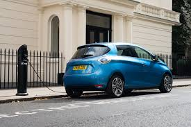 renault zoe 2017 renault zoe goes on sale in uk starts from 13 995