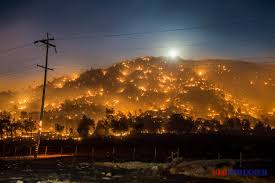 California Wildfires Valley Fire by Erskine Fire Lake Isabella Kern County Ca Wildfire Flames Homes