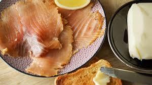 cuisiner le saumon saumon fumé au bois de hêtre recette de saumon fumé maison