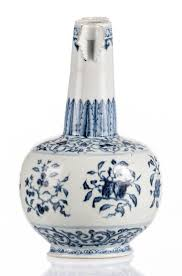 28 Light Blue And White 51bidlive A Chinese Blue And White Decorated Arrow Vase With
