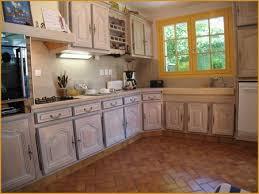 repeindre sa cuisine en chene refaire sa cuisine rustique gallery of repeindre les meubles de sa