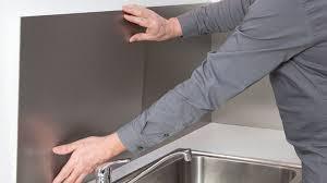 plaque aluminium pour cuisine poser une crédence de cuisine en aluminium