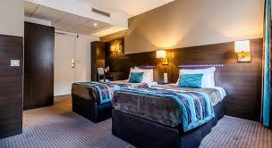 chambre d hotel moderne réserver un hôtel près de l aéroport tarbes lourdes pyrénées