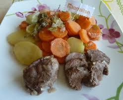cuisiner joues de porc joues de porc mijotées aux légumes recette de joues de porc