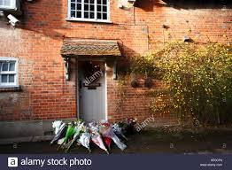 goring george michael goring oxfordshire uk 26th dec 2016 tributes to george michael at