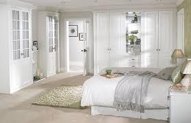 schlafzimmer landhausstil weiss schlafzimmer in weiß ideen wie der raum freundlich und hell wirkt