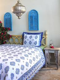 Moroccan Inspired Bedding Moroccan Bedding Quatrefoil Bedding And Table Linen Moroccan