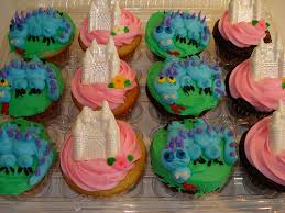 castle and dragon cupcakes