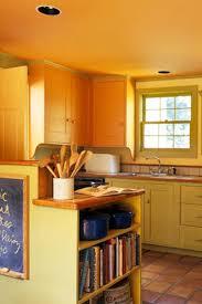 meuble cuisine couleur vanille meubles de cuisine jaune paille idée de modèle de cuisine