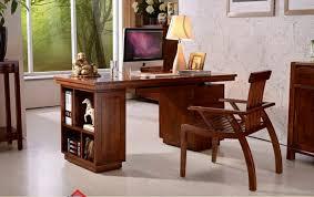 bureau en le bureau en bois massif est une classique qui ne se démode pas