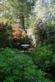 cozy garden sitting area landscape traditional with fall foliage