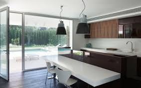 interieur cuisine moderne design interieur cuisine moderne chaises blanches table moderne