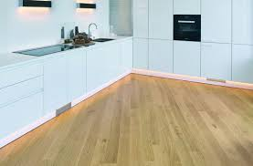 parkett k che bauwerk parquet in the kitchen bauwerk parquet healthy living