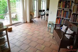 wohnideen terrakottafliesen wohnzimmer terracotta fliesen inspiration über haus design