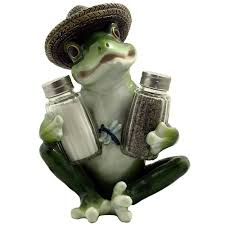 amazon com decorative country frog u0026 dragonfly glass salt and