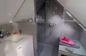 salle de bain dans chambre sous comble salle de bain sous combles 5 exemples bien aménagés côté maison