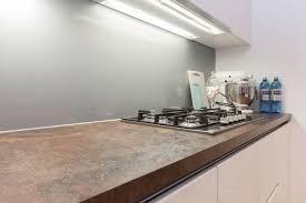 plan de travail cuisine ceramique cuisine blanche plan de travail céramique