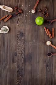 cannelle cuisine vanille cannelle herbe et épices plates de configuration sur l