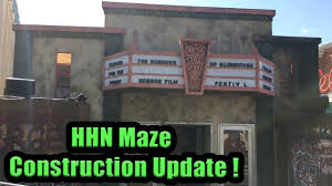 halloween horror nights merchandise 2015 halloween horror nights maze construction update 2017 youtube