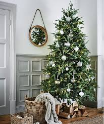 tree decorating ideas with a twist