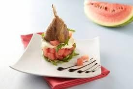 cuisiner des cuisses de canard confites recette de cuisse de canard confite salade de pastèque roquette