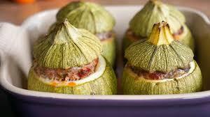 comment cuisiner des courgettes rondes courgettes farcies au four recette facile des courgettes farcies