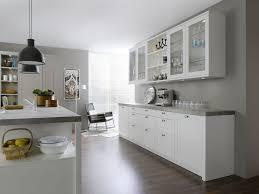 cuisine blanc et grise cuisine bois massif sur mesure à toulon cuisine authentique et