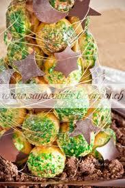 raspberri cupcakes croquembouche cake with lemon u0026 berries