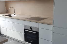 plan de travail stratifié cuisine cuisine mano blanc mat et plan de travail stratifié nature light
