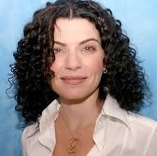 julianna margulies new hair cut julianna margulies curly maybe hair pinterest curly