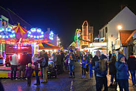 Turn Out The Lights Song Thornbury Gets Festive As Thousands Turn Out For Christmas Lights