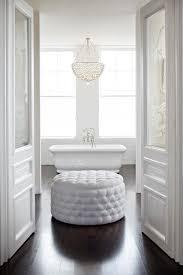 white round tufted ottoman vacker sekelskiftespärla 34 kvadrat metro mode kitchen pinterest