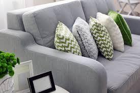 Gray Sofa Decor 35 Sofa Throw Pillow Examples Sofa Décor Guide