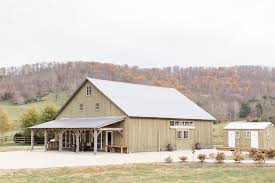 The Barn At Power Ranch Big Spring Farm A Timeless Barn And Estate Wedding Venue In