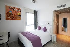 chambre studio chambre donnant sur la terrasse de 18m2 ร ปถ ายของ apparthotel la